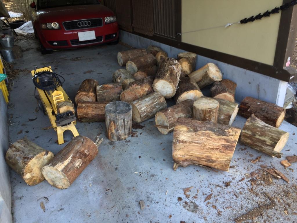 薪作り始める。