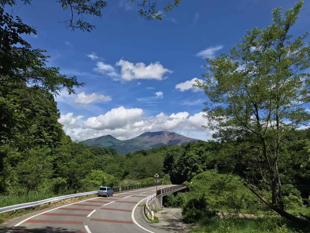 夏空と浅間山